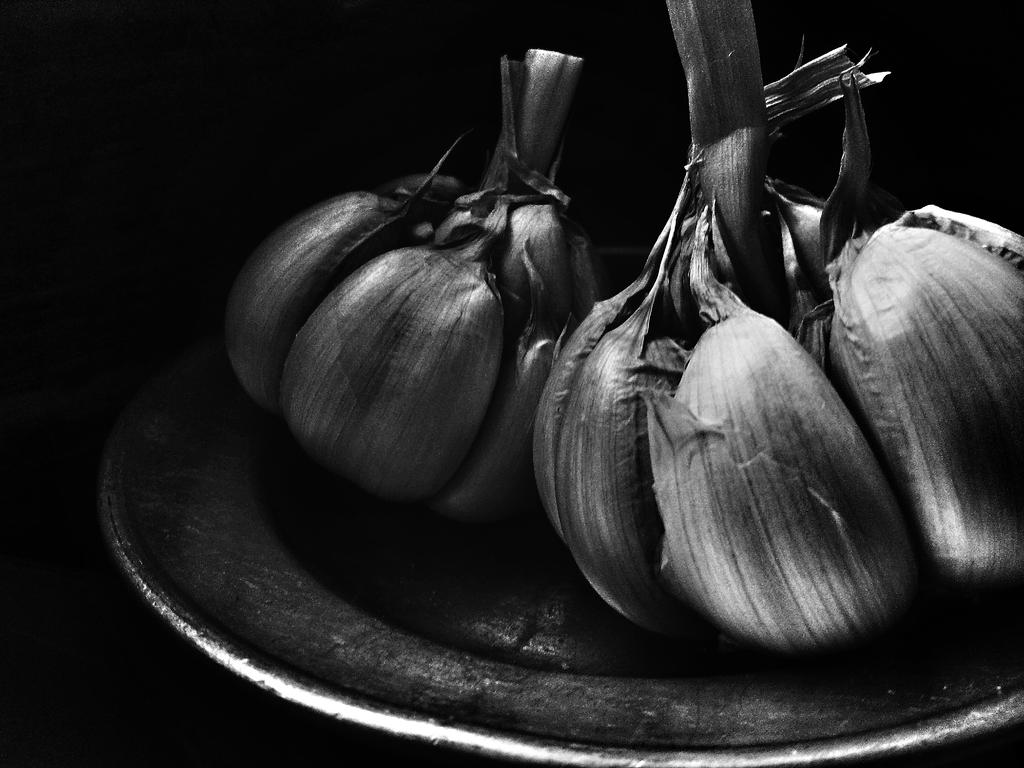 Garlic BW by Ronaldwei
