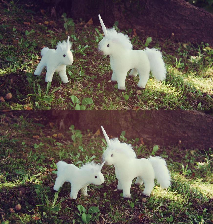 Chibi Unicorn plushies by leKikwi