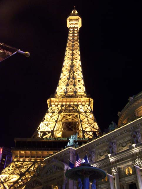 Paris Hotel in Vegas by masquedenuit