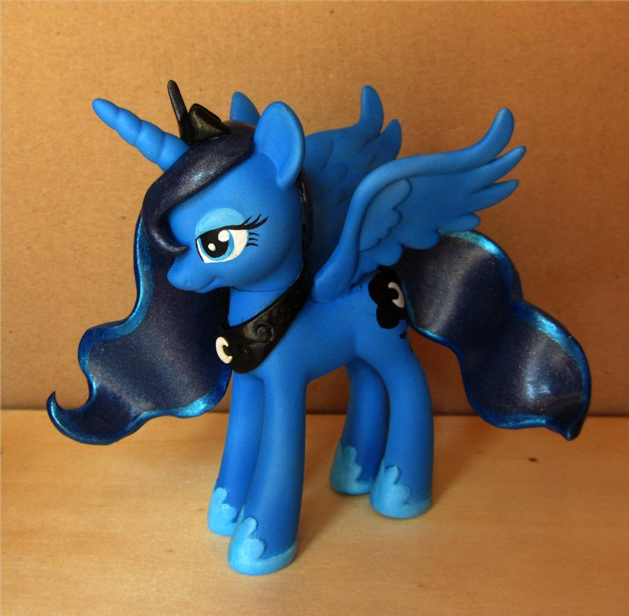 Princess Luna Custom by atelok
