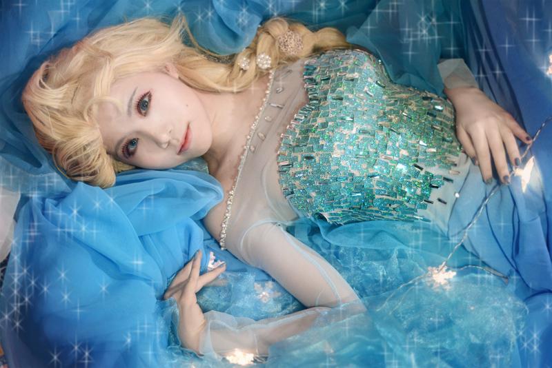 Frozen - Elsa 04 by hydeaoi