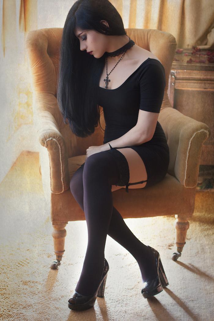 фото девушек брюнеток в чулках