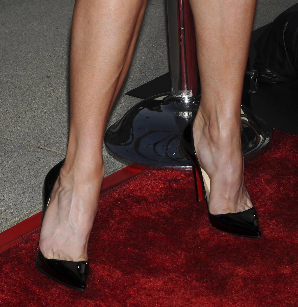 Renee Zellweger Toe Cleavage by mseskir