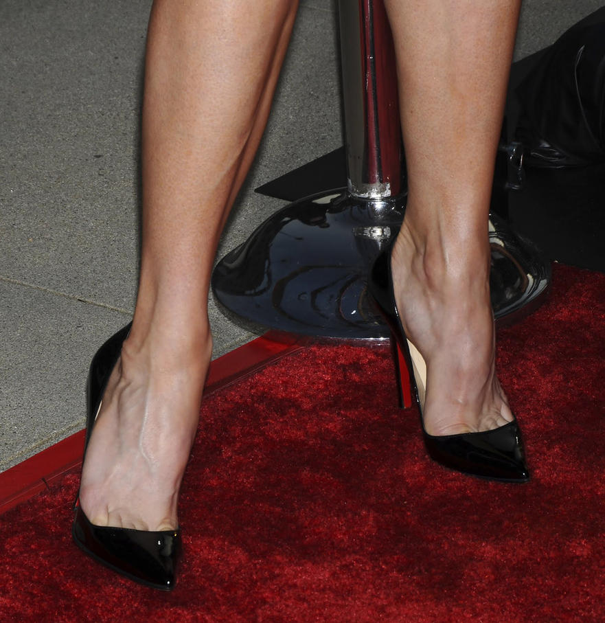 Renee Zellweger Toe Cleavage by mseskir