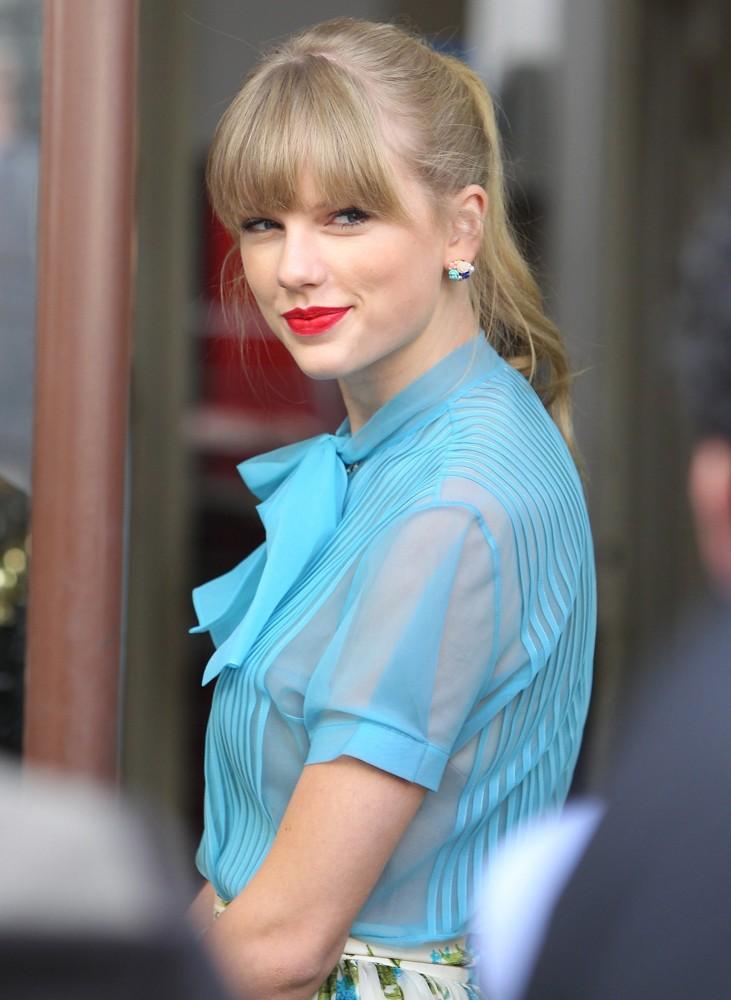Taylor Swift - Begin Again by MovieSingersBooks