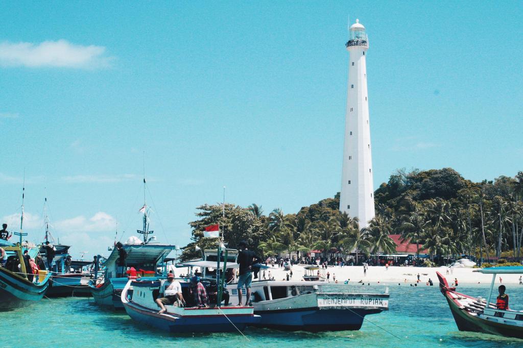 Lengkuas Island  by efjees