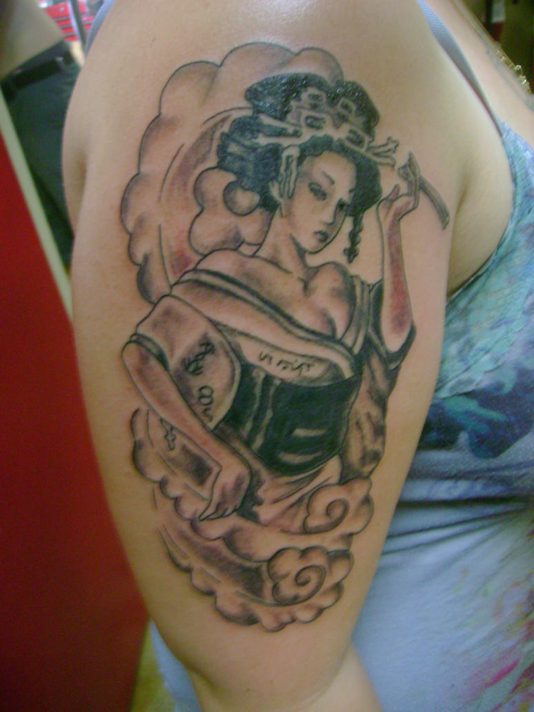 Women Shoulder Japanese Geisha Tattoo Picture 1