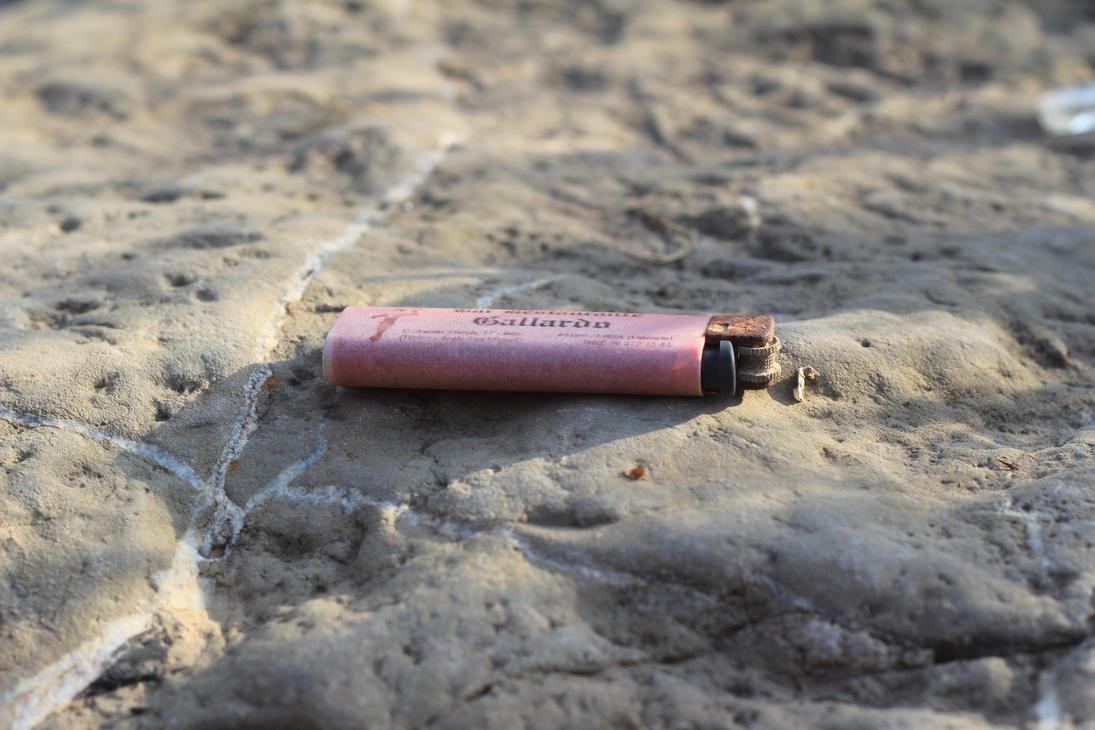 Rusty lighter by Julianez