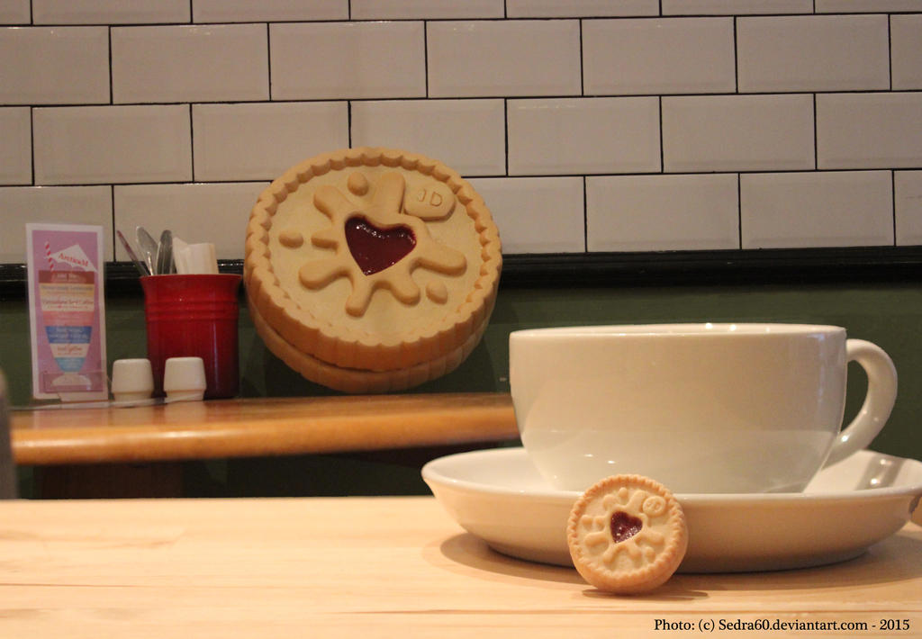 Cafe Jammie dodger scaled 10:1 by sedra60