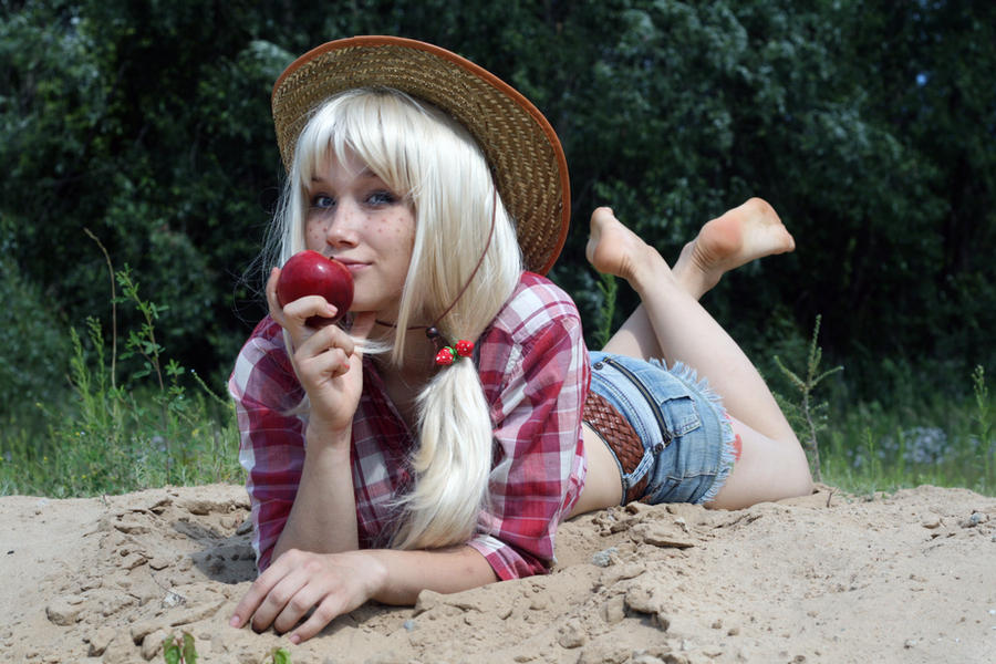 applejack_cosplay_by_atly_san-d56gxxe.jp