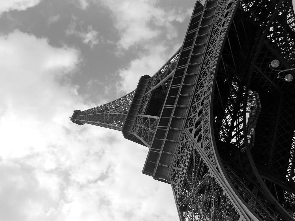Eiffel Tower Black And White Eiffel Tower Black And White