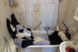 This bathtub is too small for me