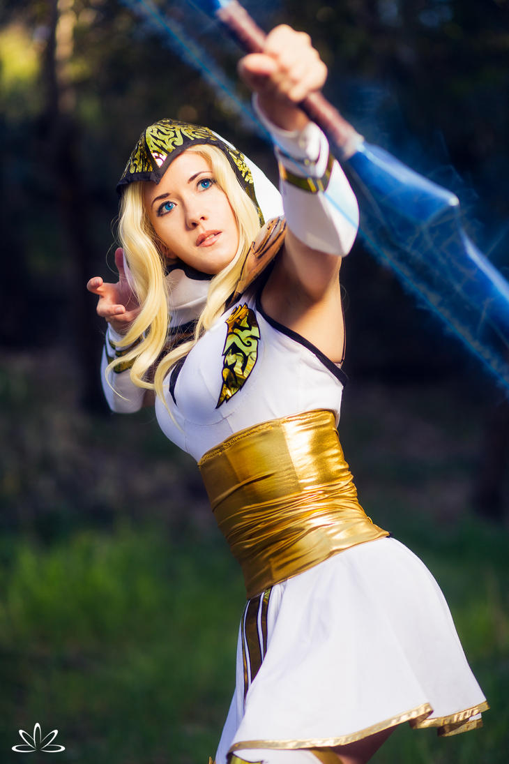 Freljord Ashe Cosplay - Ashe's Aim by ZerinaX