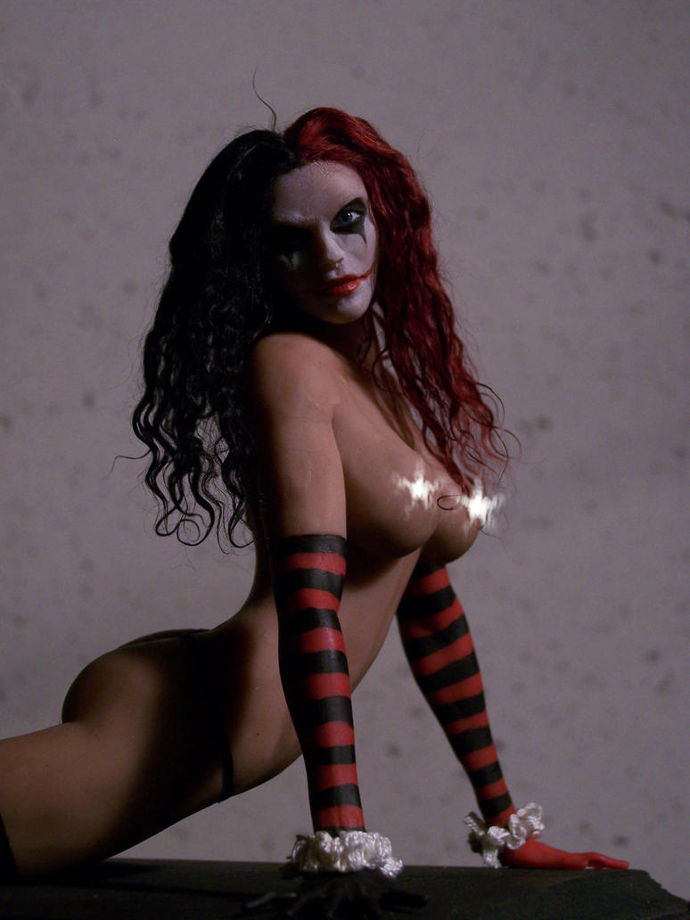 Harley Quinn statue by spectrestudios