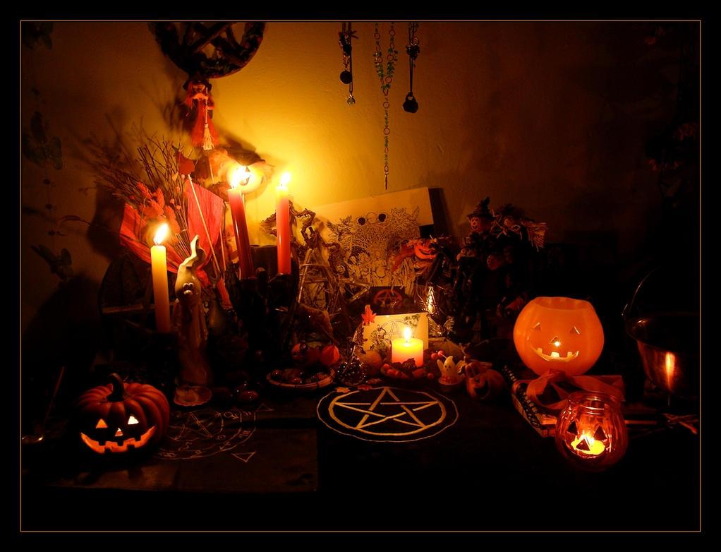 Samhaim em irlandês Samhain gaélico escocês Samhuinn manês Sauin e em gaulês Samonios era o festival em que se comemora a passagem do ano dos celtas