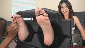 Victoria Justice Tickle Fake