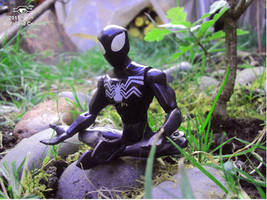 Spiderman Negro meditando