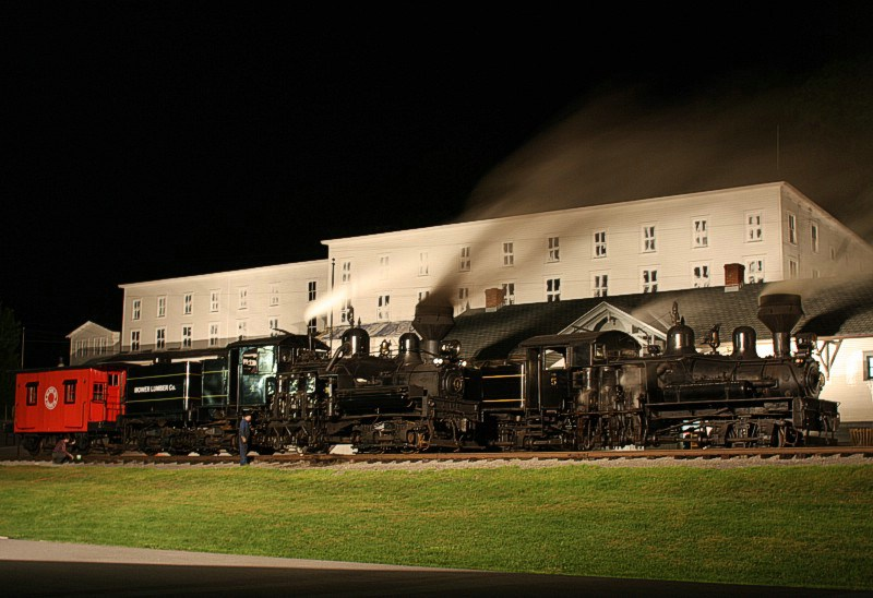 Night with steam engines by 3window34