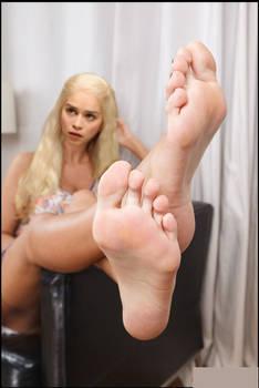 Emilia Clarke Feet 3