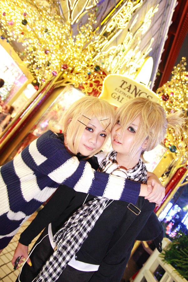 Vocaloid Christmas - Rin Len by Xeno-Photography