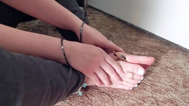 Giantess Squishes you between her soles