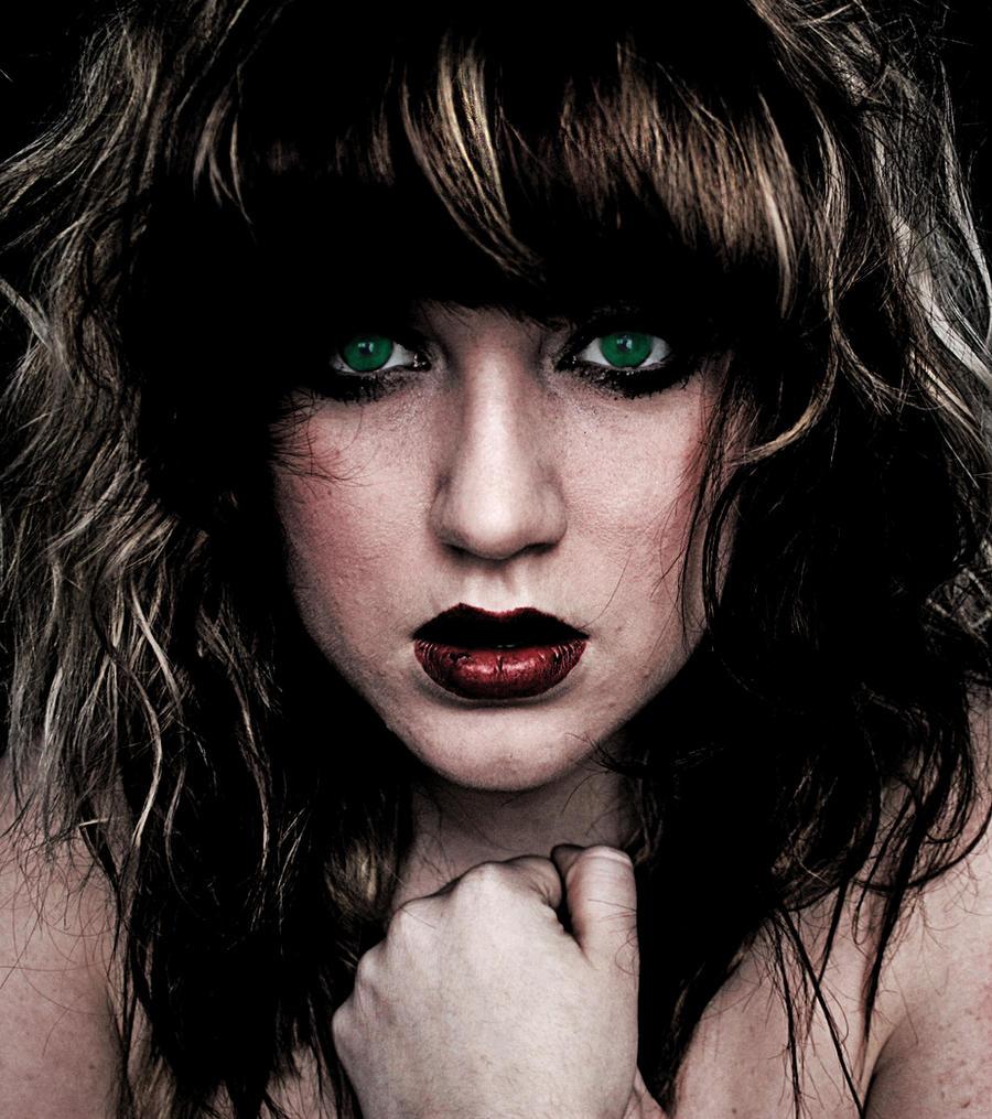Green Eyes by madpunk