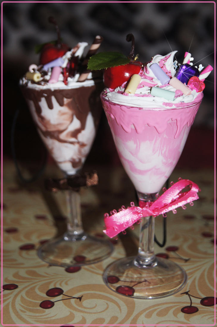 Big Chocolate and Strawberry Sundaes by xsuicidemakeover