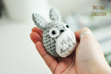 Totoro in my hand by MissBajoCollection