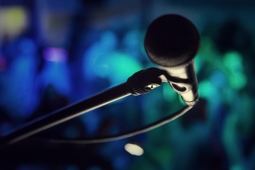 Micro_on_Stage by Art-Kombinat