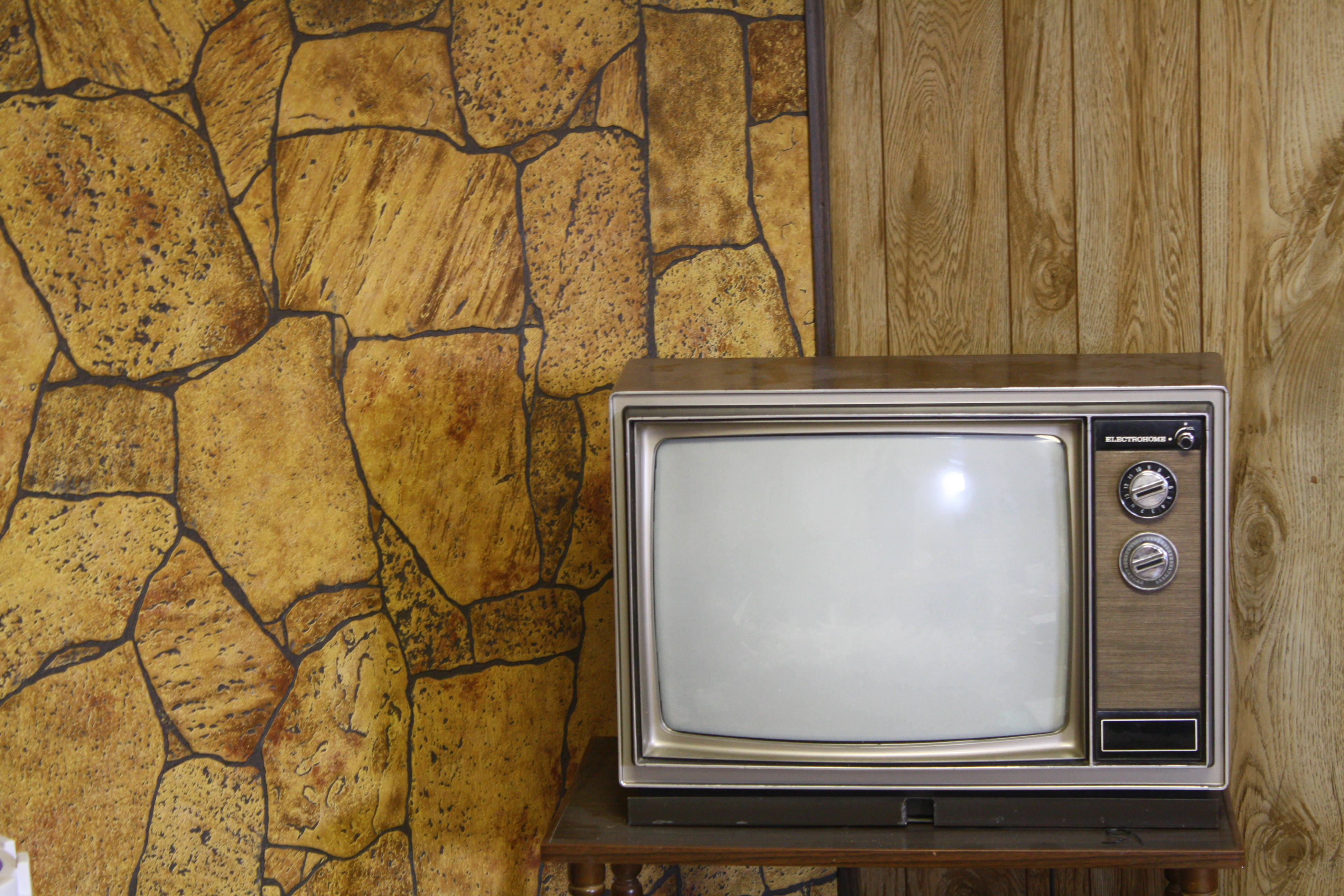 http://fc04.deviantart.net/fs42/f/2009/062/5/b/Pulling_Stock___Television_by_Pulling_Stock.jpg