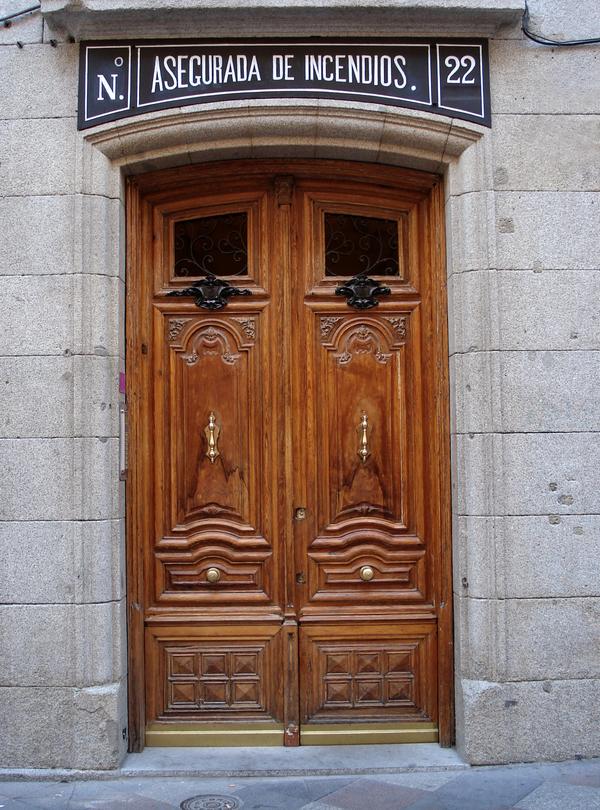 WoodenFrontDoor Calle Arenal