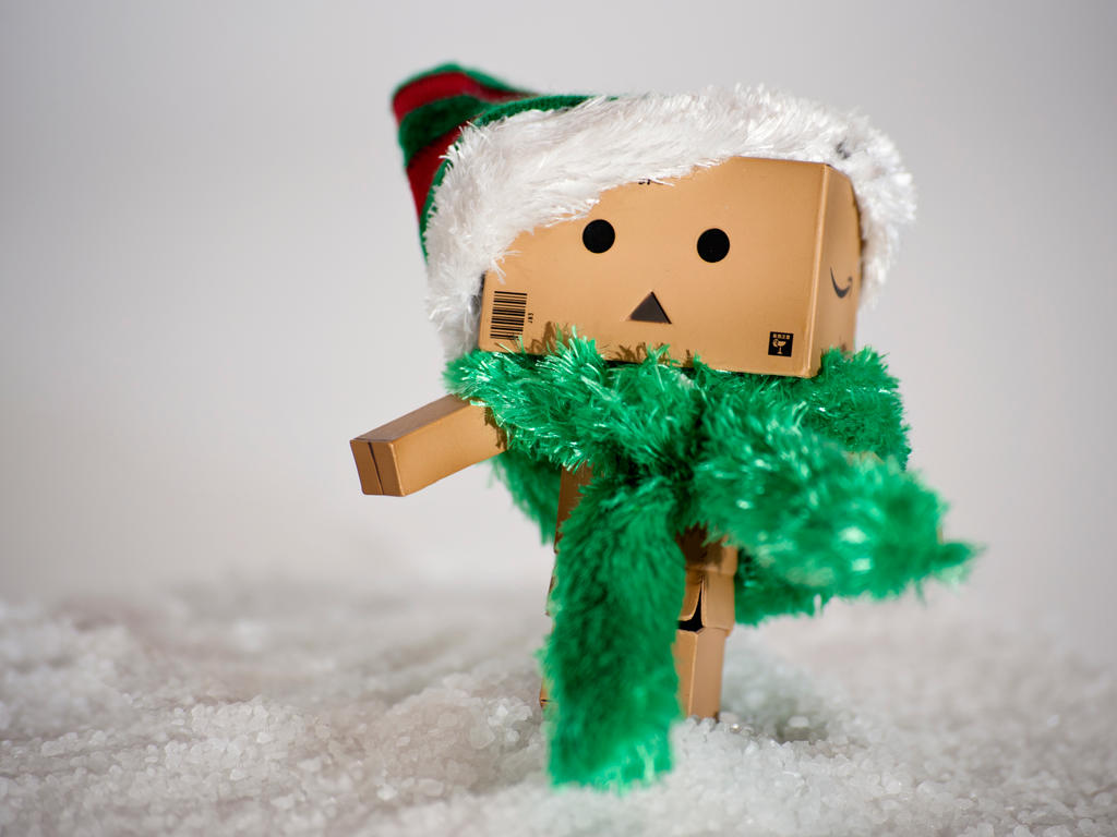 http://fc09.deviantart.net/fs71/i/2010/298/9/a/santa__s_little_helper_by_bootcoot-d31i99g.jpg