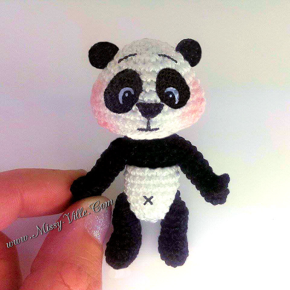 Amigurumi Panda free pattern - A little love everyday! | 960x960