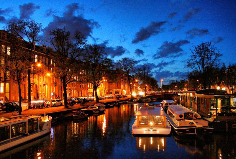 Amsterdam at night - image by Robalka