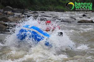 Menerjang Ombak (Rafting Sungai Serayu) by SerayuRafting