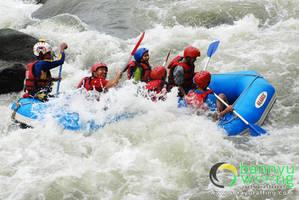 Bergoyang bersama ombak Sungai Serayu by SerayuRafting