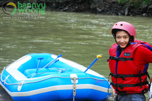 Di Tepi Sungai Serayu (Rafting Serayu)