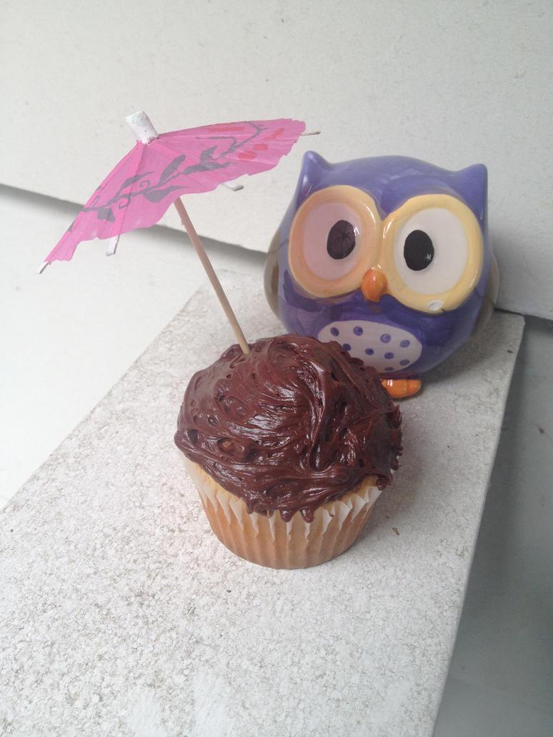 Owl With Cupcake by Azalie-Insanity