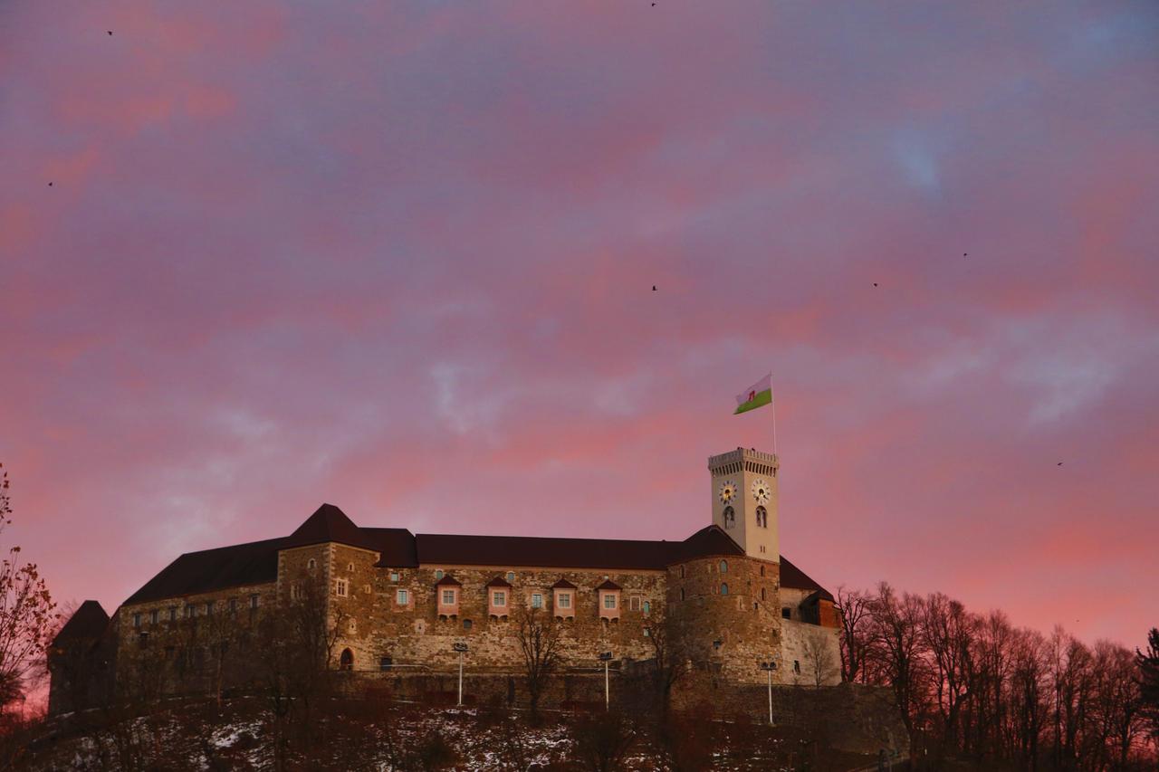 Castle on top by luka567