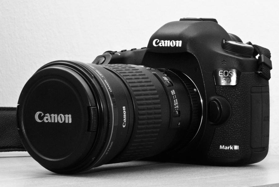 A new toy - Canon EOS 5D Mark III by luka567
