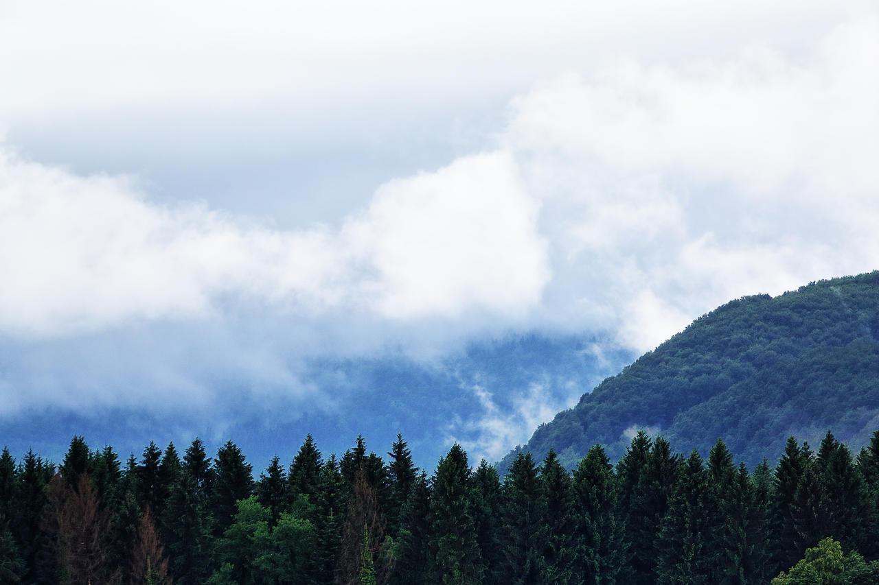 Cloudy landscape by luka567