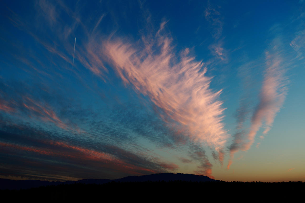 Sunset skyscape by luka567