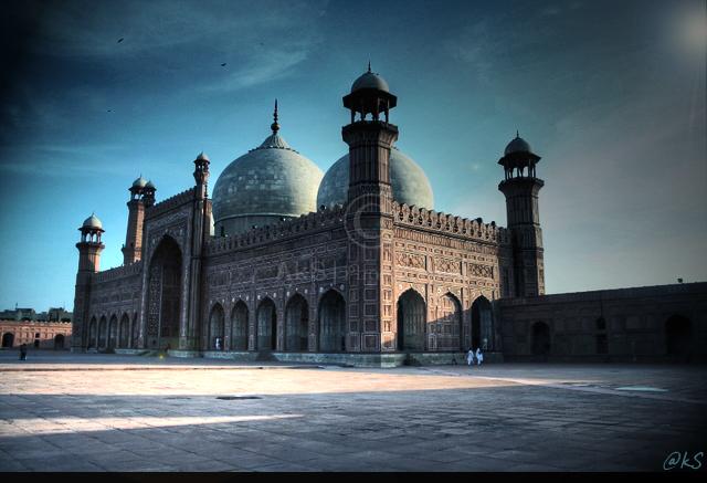 Badshahi Masjid - II by ahmedwkhan