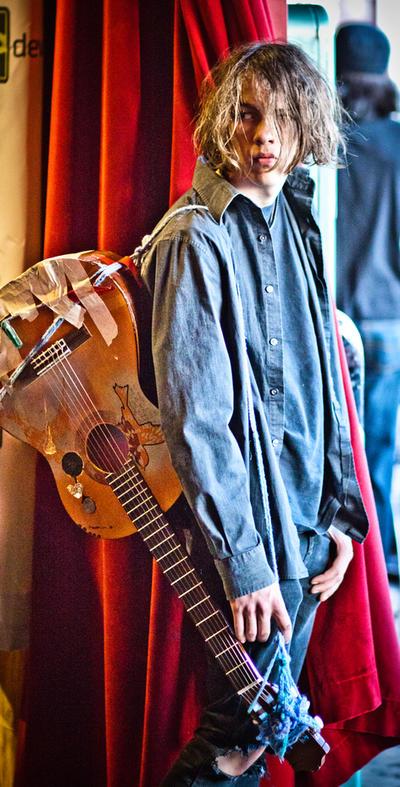 dA meet random guitarist by sevenbullsboy