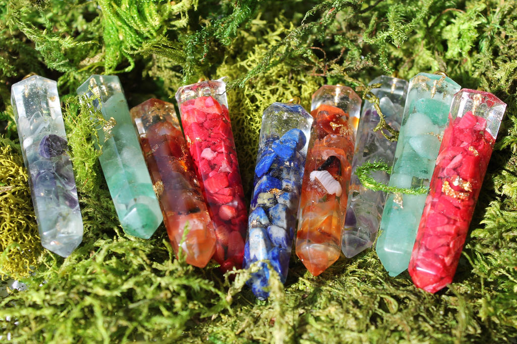 Magical gemstones in resin by Epienne