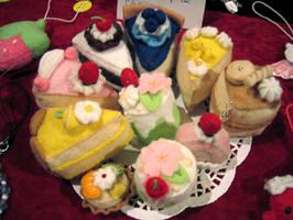 Cake plushies by apple-pai