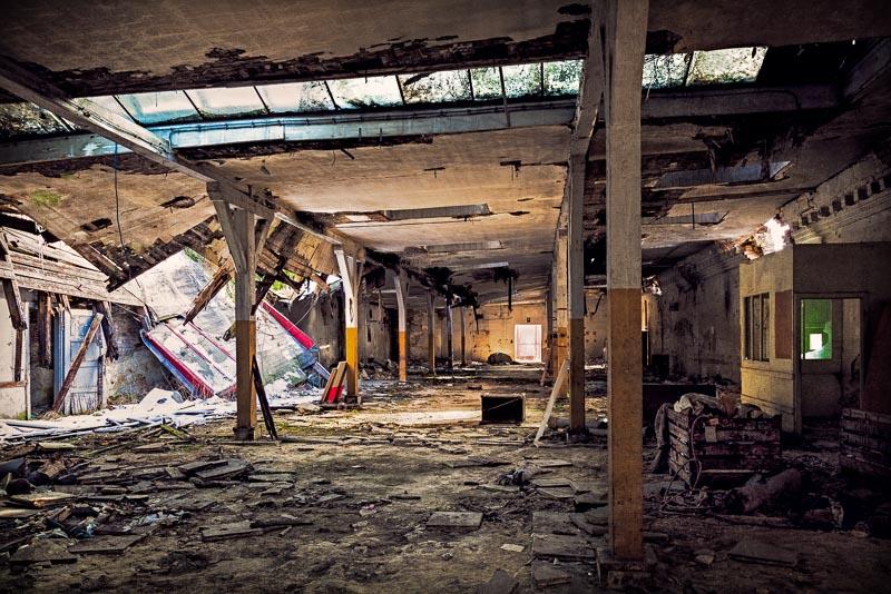 Abandoned armory by KarelSopek