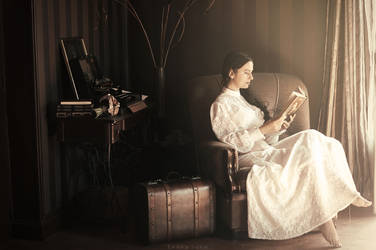 The reader by Leona-Snow