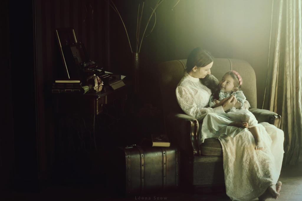 Histoires by Leona-Snow
