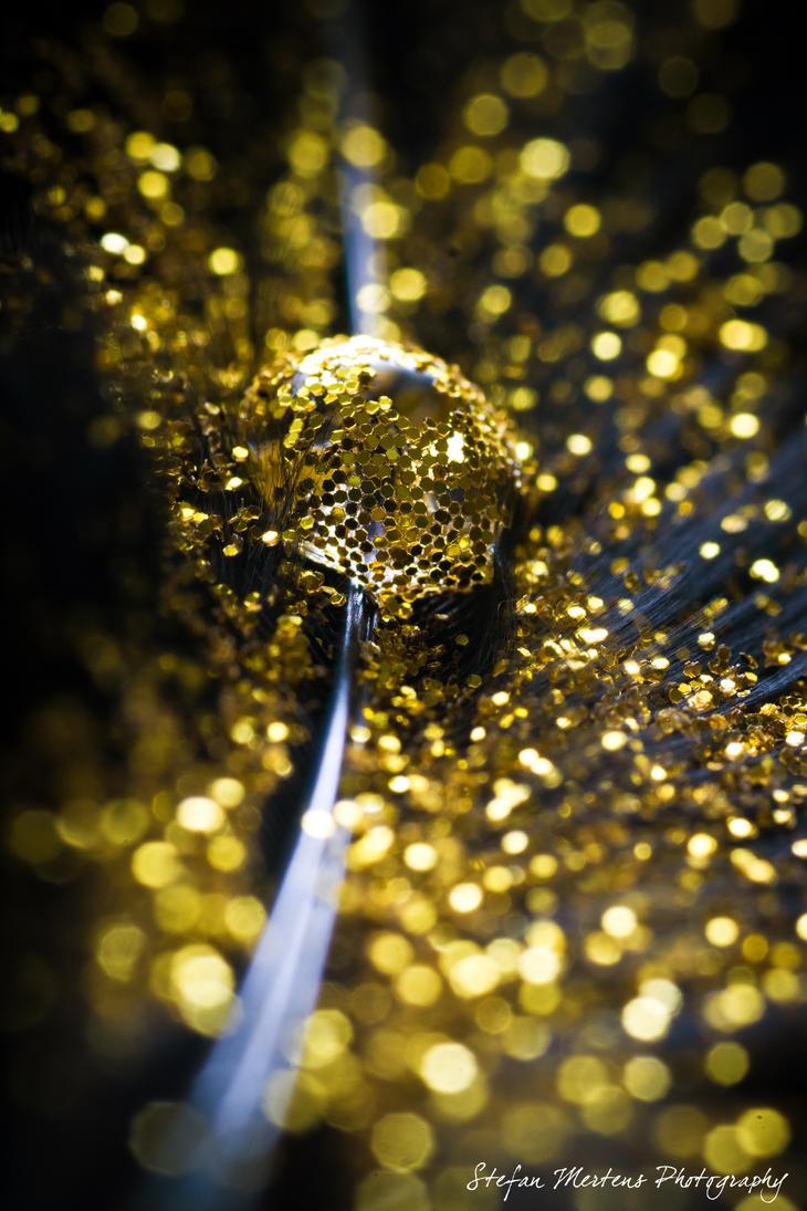 Black 'n Gold by cRomoZone